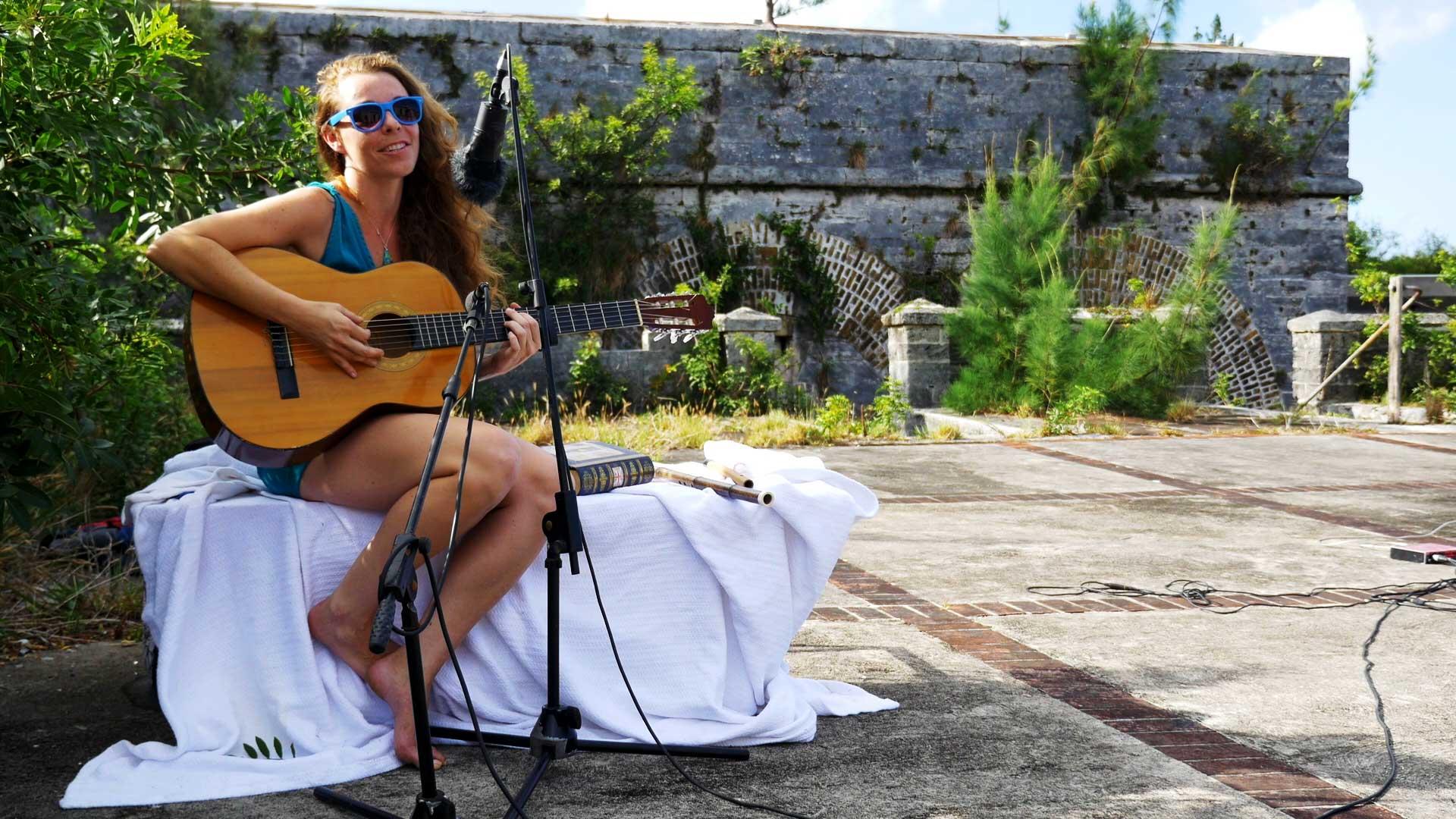 Tara Cassidy With Her Guitar